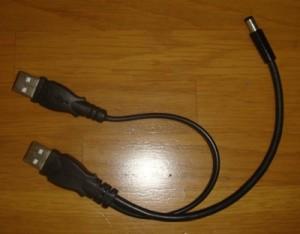 DCコネクタとUSBコネクタのでっぱりとケーブルが太いのが気になる