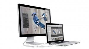 MacBookとの接続はケーブル1本でディスプレイ、USB、充電までOK